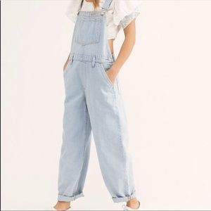 Levi's/ Free People/ Baggy Denim Overalls/Large